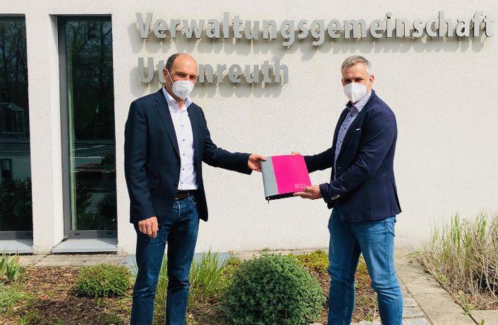 Kooperation für den Glasfaserausbau in Uttenreuth unterzeichnet